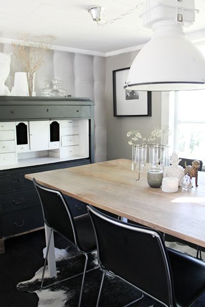 Kråks stuga - Inredning, trend, trädgård & torparliv.: Ny bordsskiva av gamla hyllplan.