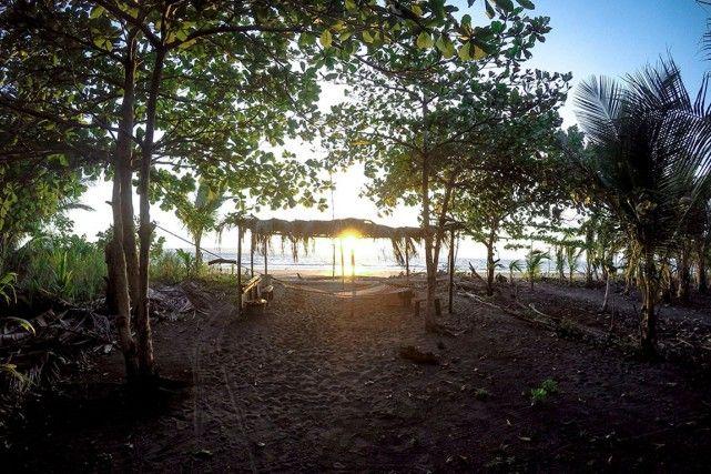Playa Zancudo, dans la région de Puntarenas, sur la côte ouest costaricaine, est un de ces petits trésors que l'on hésite à faire connaître, tellement on veut préserver l'endroit tel qu'il est.