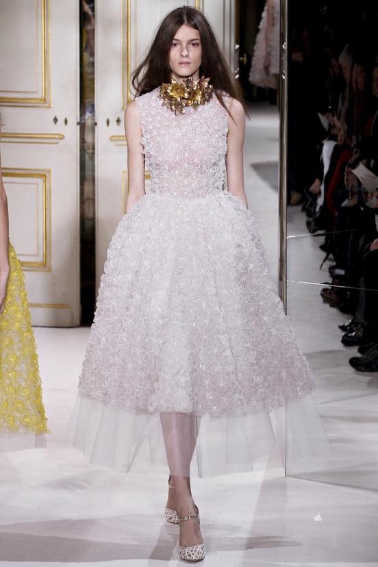 Romantic white roses dress  @GiambattistaPR Giambattista Valli Spring Summer 2013 #HauteCouture #Fashion