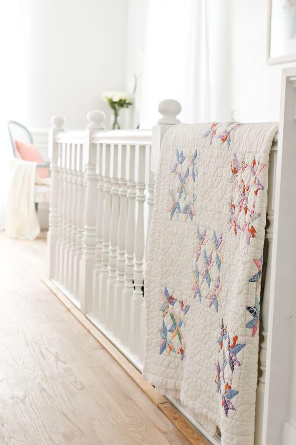 Великолепная белая гостиная: нейтральный декор, элементы французского коттеджа, дий проекты и многое другое