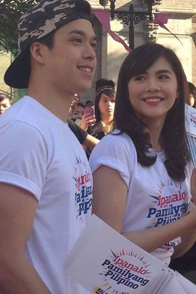 """This is the pretty Janella Salvador and the handsome new Kapamilya, Elmo Magalona smiling and staring at each other while visiting students at University of Santo Tomas during the taping of the 2016 ABS-CBN Summer Station ID and Halalan 2016 Station ID theme song, """"Ipanalo ang Pamilyang Pilipino!"""" They encouraged the students at University of Santo Tomas to vote wisely on Halalan 2016. #ABSCBN #Halalan2016 #IpanaloangPamilyangPilipino #JanellaSalvador #ElmoMagalona #ElNella"""
