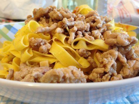Tagliatelle con sugo bianco e tartufo (ricetta primo piatto)