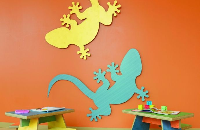 Decorative lizards on the wall in two colours featuring Formica Citrus Halftone and Formica Aqua Dotscreen.