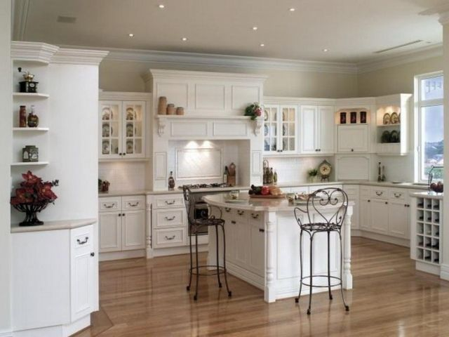 weiße shabby Kücheneinrichtung mit französichem Hauch-country-look-Metallstühle
