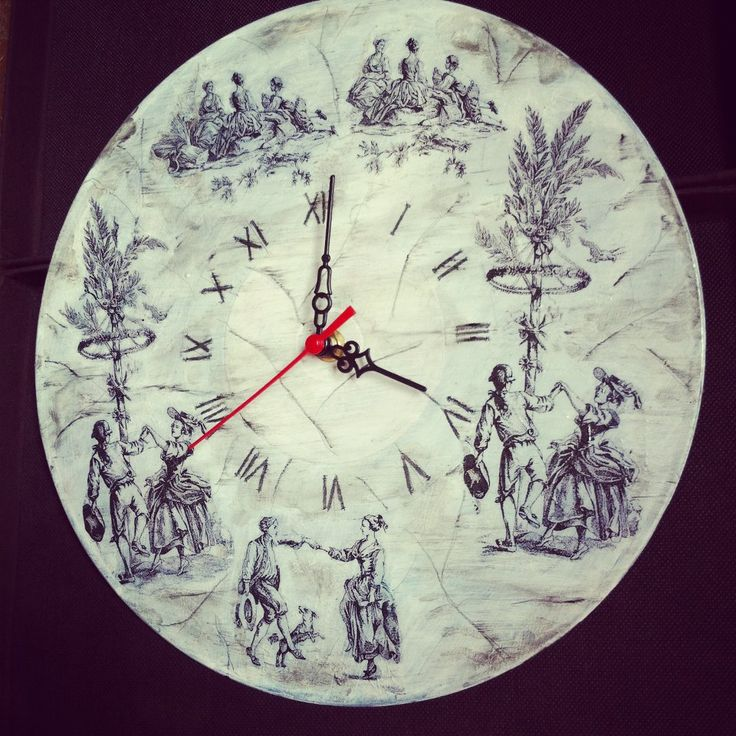 old vinyl record recicled in good looking clocks