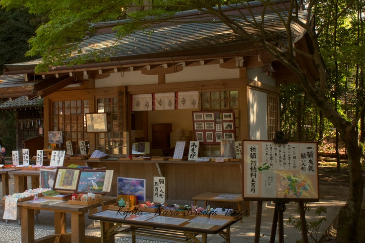 Shop for buying souvenirs and talismans: You can buy omikuji, which are little papers on which your fortune is written. The omikuji at Uji Kami Jinja are adorned with rabbits.   At present the kanji for Uji is 宇治,but at one time the kanji was兎道, which meant 'rabbit road'. For this reason, both the omikuji and the talismans have something to do with rabbits.