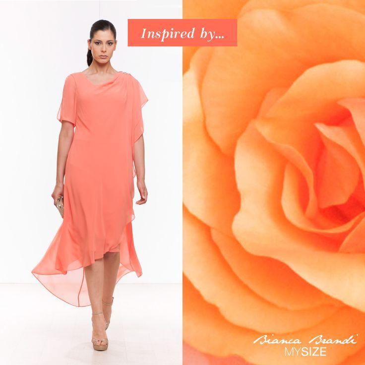 #InspiredBy... Il #color #Pesca di questo #abito in morbido chiffon, sembra ispirarsi alla delicatezza dei profumati #petali di rosa!  #fashion #fashiocurvy #curvy #plussize #mysize #curve #women #woman #donna #donne #femminilita #summer #look #elegance #mysize #style #moda #estate #2015
