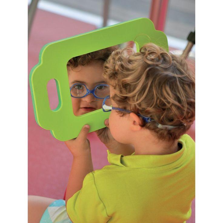 GRAND MIROIRS MOUSSE PAR 4 HOP65  Ces 4 miroirs incassable ont un cadre en mousse coloré et léger