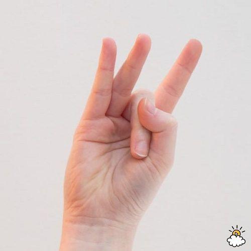 Pressione o polegar no dedo anelar. Quando souber por quê, você vai fazer o mesmo! Veja: https://goo.gl/2P6x78