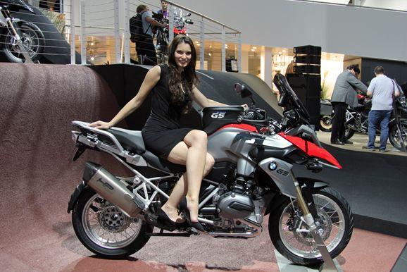 check out here latest news of Leaked the Pictures Of New BMW R1200GS Adventure Bike .