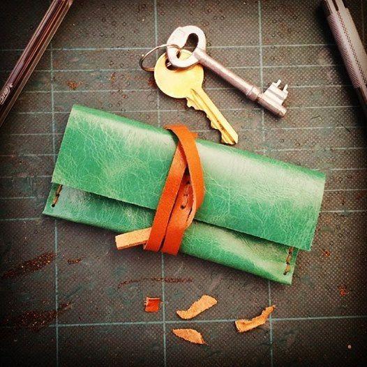 Bella & utile a mano verde pecora cuoio chiavi titolare e portafoglio. Realizzata su ordinazione con qualsiasi pelle che piace