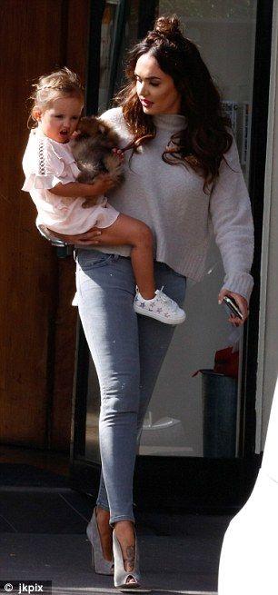 Tamara Ecclestone's daughter Sophia cuddles new puppy | Daily Mail Online