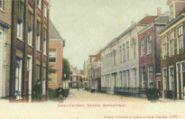 Grote Kerkstraat gezien naar het oosten met rechts (het witte gebouw) de Middelbare Meisjes School