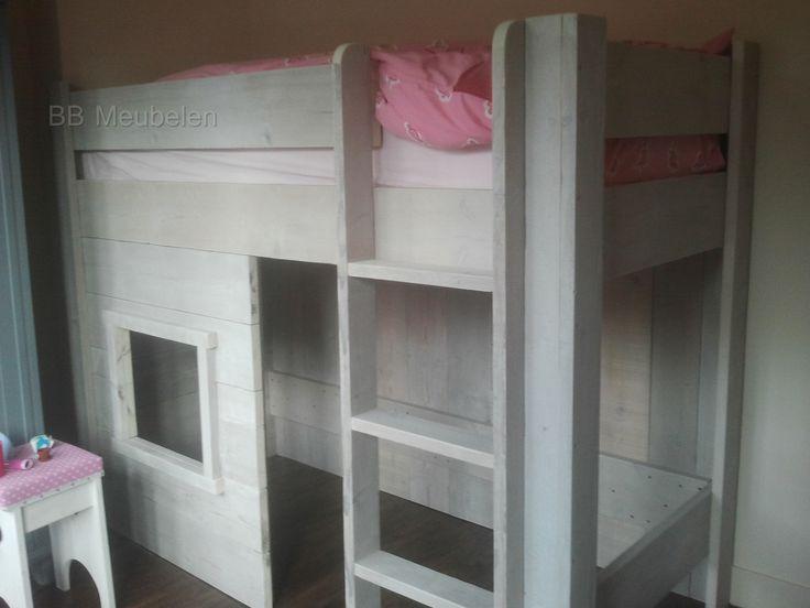 Kinderbed Amy  Kinderbed met ruime speelruimte onder het bed.  Met een matrasmaat van 200x80cm zijn de afmetingen van het bed lxbxh 206x86x163cm Met een matrasmaat van 200x90cm zijn de afmetingen van het bed lxbxh 206x96x163cm  Trapje en raam kunnen omgewisseld worden..  Excl. lattenbodem en dekbed.  Meer info: http://www.bbmeubelen.nl/a-35599333/kinderbedden/amy/