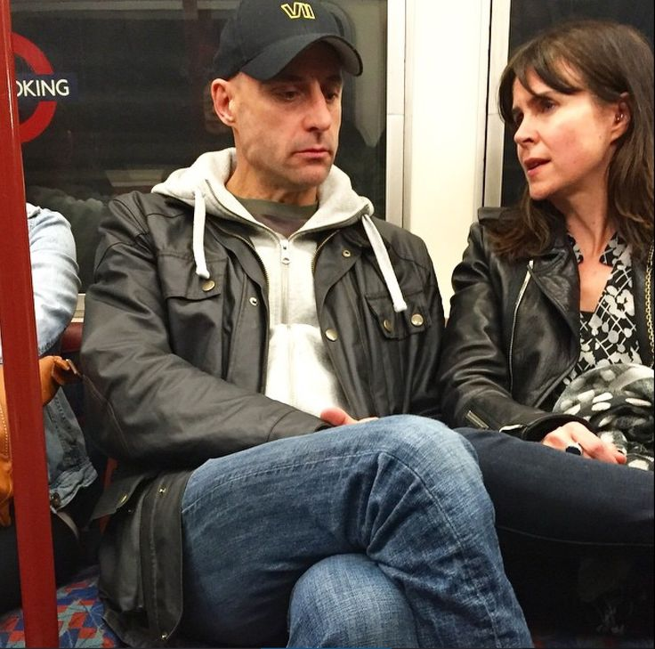 Mark Strong and Liza Marshall, on the tube! :D