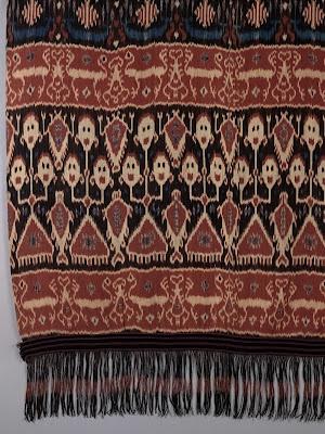 man's ceremonial mantle or hip cloth called hinggi kombu  Warp ikat cotton tabby, fringe, Indonesia (Eastern Sumba Island)  1900 – 1925 (956.63.17)