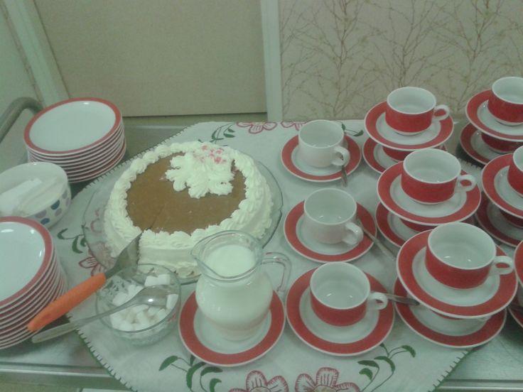Ystävänpäivän kakku Nikulan naapureilta asukkaille.