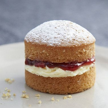 Mini Victoria Sponge Cakes recipe - Using lakeland's mini sandwich tin, I know what I'm baking tomorrow!
