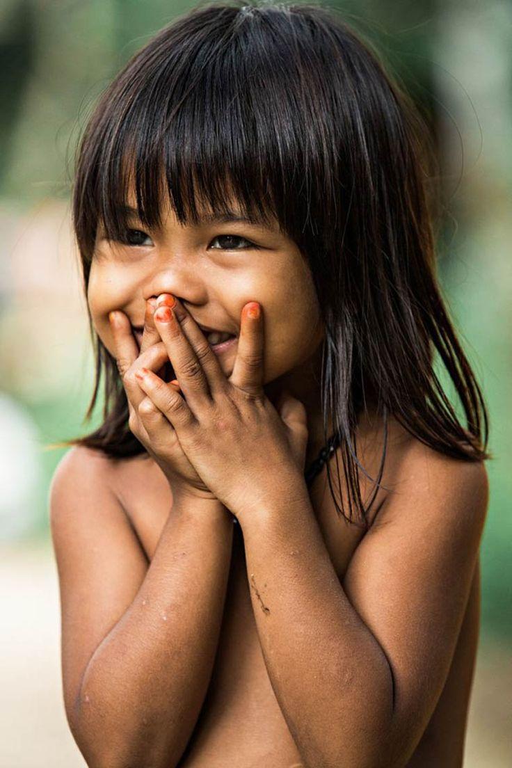 Hidden Smiles in Vietnamest une série du photographe français Réhahn, basé maintenant dans la petite ville de Hoi Anau Vietnam, qui nous offre demagni