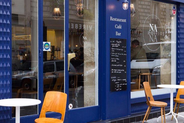 NANA, un joli restaurant dans le 11ème arrondissement de Paris. Teinte Plumetis au mur, Jet Black sur le comptoir et Bleu Pretoria en façade.