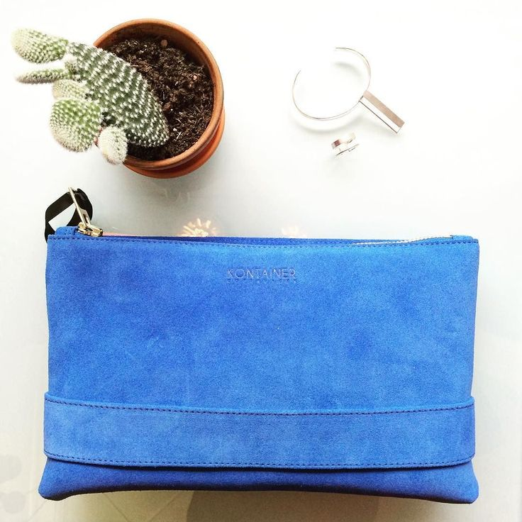 Gorgeous Blue  Need color in your life? This is it  It's beautiful it's blue and it's yours at eniito.com or at the ENIITO Pop-Up shop. Kontainer Copenhagen makes the most elegant and simple bags. Spice up the look with stylish jewellery  based on pure and clean lines from Bella Bella.  #eniito #popup #kontainercopenhagen #bellabelladk