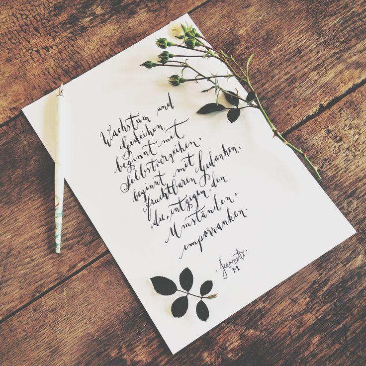 Die Kunst des guten Denkens muss man erlernen. Mehr dazu in meinem Blog auf www.jeannettemokosch.com #positivesdenken #gedanken #kalligrafie #poesie #gedicht #handlettering #poetry #german #rose #papier #design