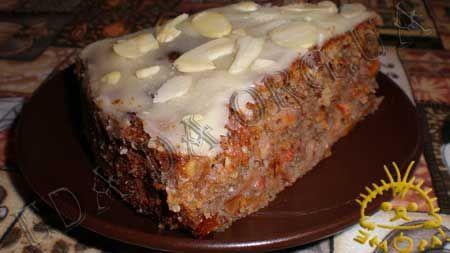 Ореховый пирог с сушеными яблоками
