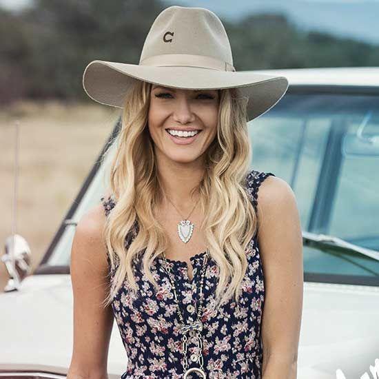 Love this western hat, so feminine!