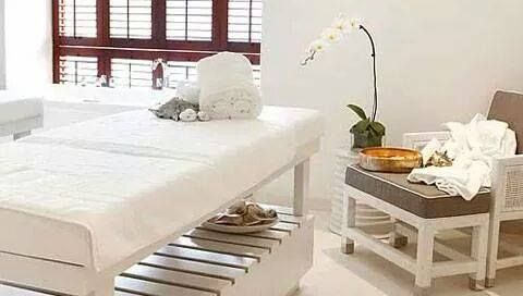 Deluxe Slatted Wooden Bed as supplied to the spa at the 12 Apostles in Cape Town and The spa at the Oyster box in KZN