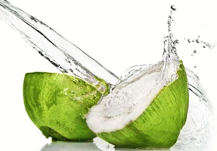 Receita de spray caseiro de água de coco para cabelos cacheados 2