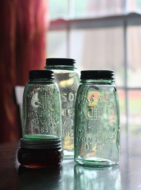 淡綠色讓瓶身保有清澈的透明感,美極了。#古董梅森罐 #masonjar