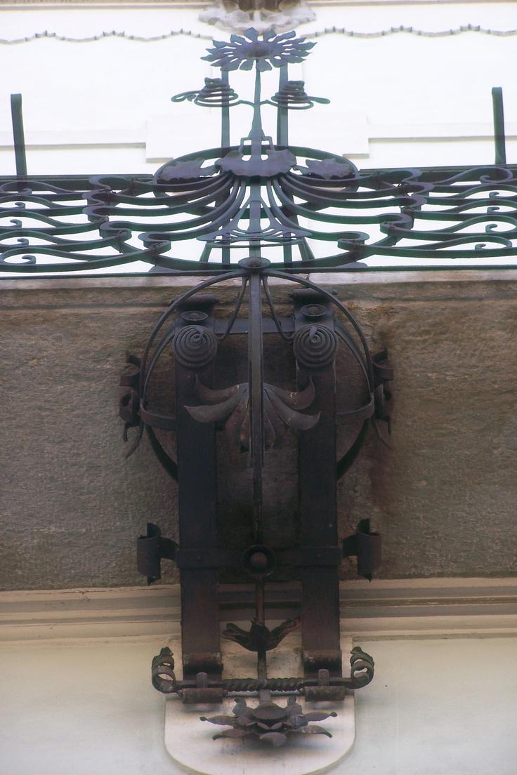 Casa Balzarini, via C. Pisacane, 16, Milano. Architetto A. Fermini | Dettaglio ferri battuti