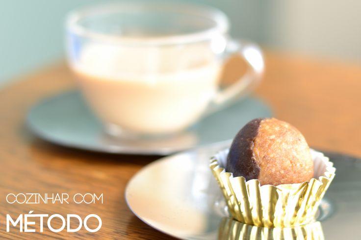 Trufa de amendoim e chocolate com chai