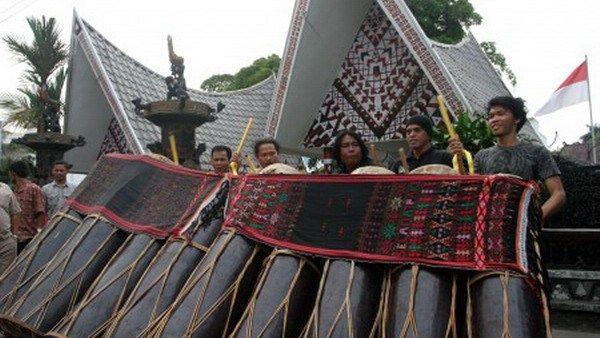 10 Suku yang Paling Terkenal di Indonesia #SeninBerbudaya - Sumber Gambar hudiblog.wordpress.com