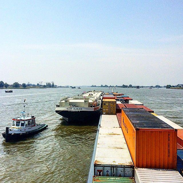 """""""Afgeleverd gasschip slot Elsloo in Hardinxveld aan de sleepboten. #binnenvaart #Vervoeroverwaterjuisteweg #MilanoRhineMainLiner #gasschip #nlrtm"""""""