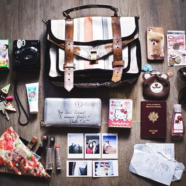 what's in my bag ::