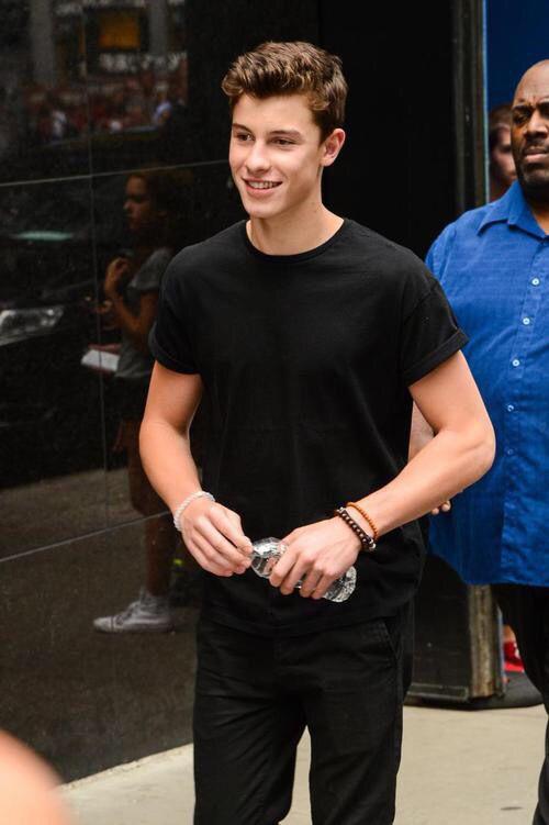 Mon fond d'écran sur mon tel :) ♥ Shawn Mendes #MendesArMy ♥