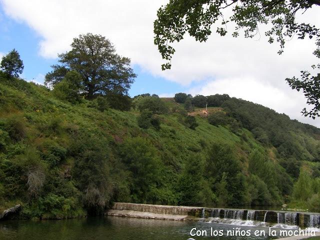 El río Trueba a su paso por Espinosa de los Monteros. Esta zona está habilitada para el baño.