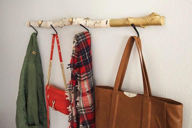 DIY driftwood hanger: Diy Driftwood, Driftwood Coats, Diy Coats, Rustic Wall, Coats Racks, Driftwood Crafts, Wall Hangers, Coats Hangers, Driftwood Wall