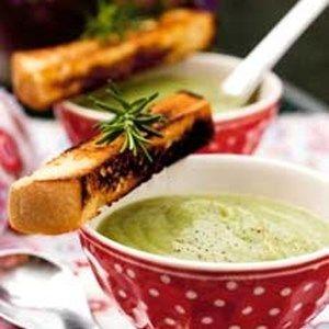 Broccoli- og jordskokkesuppe med croutonstænger