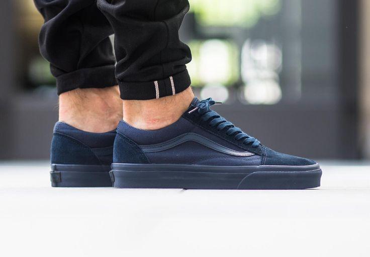 Découvrez des Vans Old Skool monochromes en nylon bleu foncé ou bordeaux, des sneakers basses pour homme et femme (automne 2016).