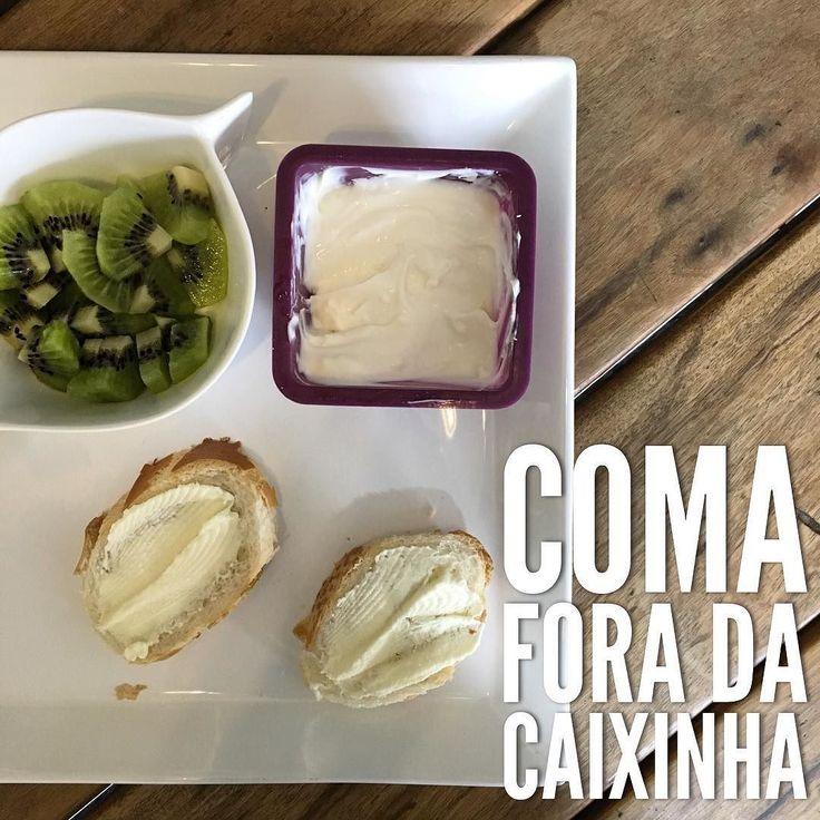 Bom dia feriado! #CafeDaManhã:    kiwi;  leite de inhame com banana e canela; grego caseiro adoçado com mel; pão com requeijão;   Já estamos a todo vapor por aqui pessouinha acordou às 7 e eu estou trabalhando home office!    Independente do dia da semana do horário que acorda #ComaForaDaCaixinha e faça o café da manhã que deve ser a primeira refeição do dia!    #MaternidadeColorida #BlogMC #DicaMC #DicaDaNutri #AlimentacaoInfantil #AlimentaçãoInfantil #NutriçãoComAmor #NutricaoInfantil…