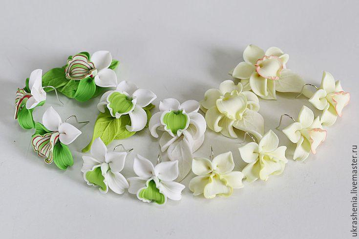 Купить Комплект кулон и серьги с цветами орхидей. Недорогой подарок - разные цвета, комплекты украшений