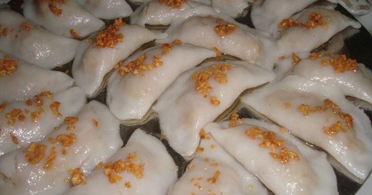 Resep Chai kwe (choi pan) favorit. Makanan yang satu ini adalah khas Indonesia khususnya di Pontianak, makanan ini tidak digoreng  melainkan di kukus . untuk kulitnya terbuat dari campuran tepung beras dan tepung tapioka. dan isinya bermacam-macam ada sayuran ada bengkuang sesuai selera kita. penasaran  coba kita buat ....