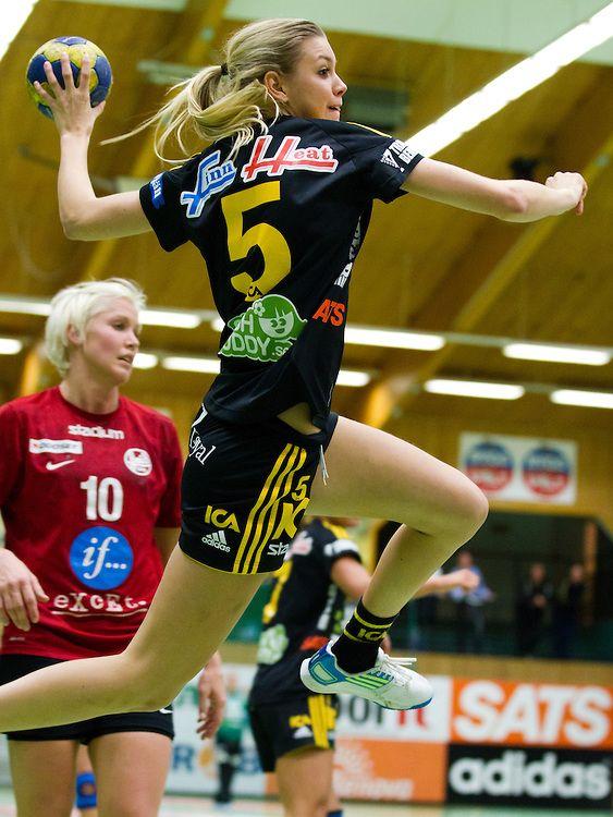 20111012. Elitserien i handboll. IK Sävehof-BK Heid (26-23)#5 Hanna Fogelström, Sävehof