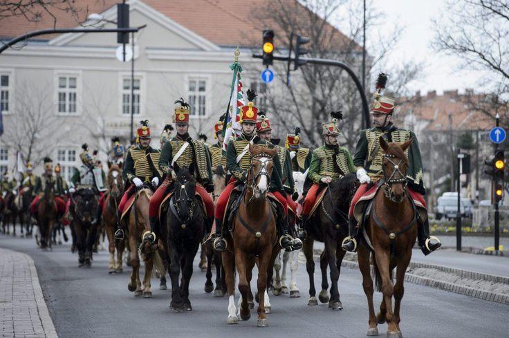 Huszárok, lovasok és ágyúk lepték el Hatvant