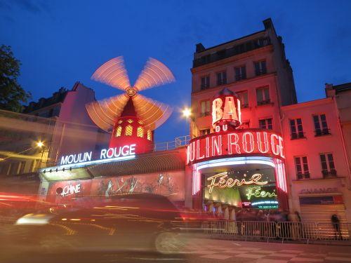 数々の映画や舞台のテーマになっているパリの老舗キャバレー『ムーランルージュ』の外装。