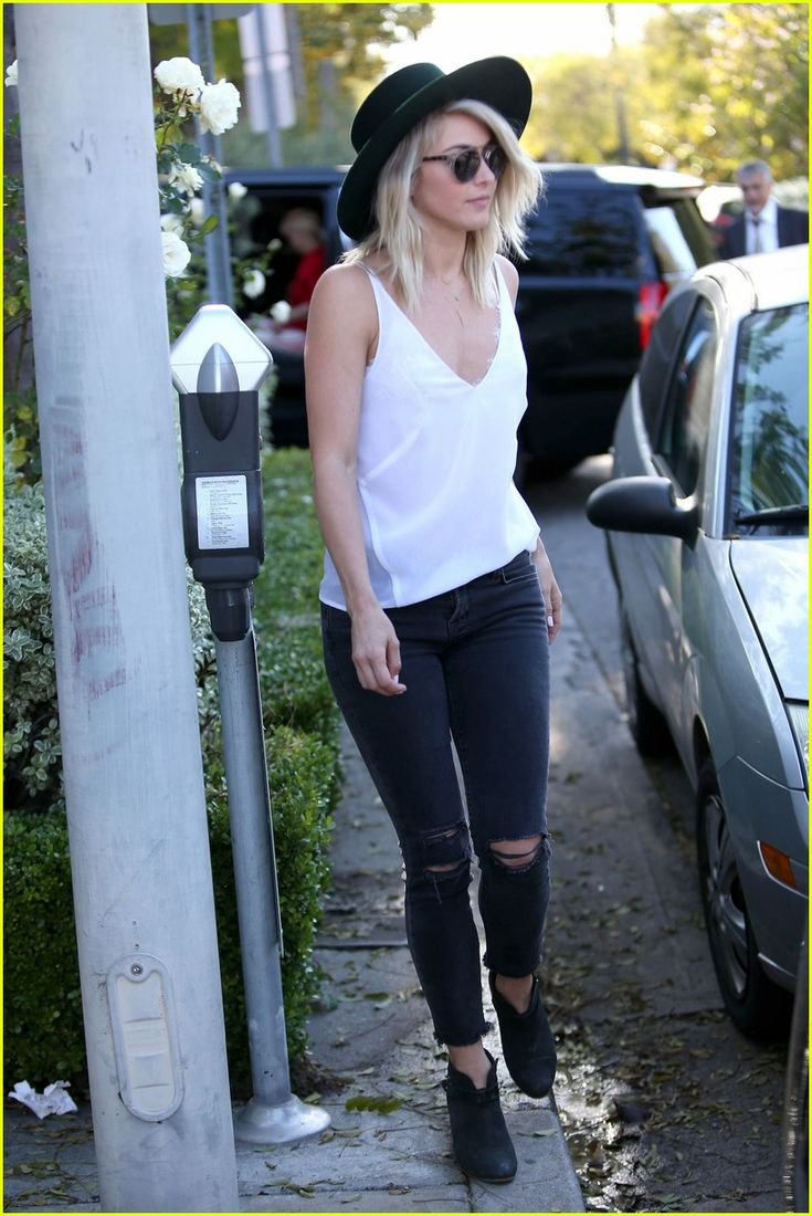 Julianne Hough & Mom Mari Anne Meet for Sweet Lunch Date