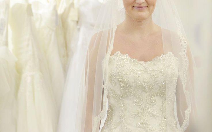 Lace bridal veil || csipkés menyasszonyi fátyol  http://www.bridalmirage.hu/kapcsolat/