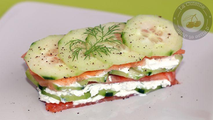 Découvrez la recette Mille feuilles de concombre et saumon sur cuisineactuelle.fr.